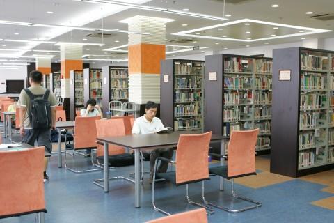 复旦大学新校区图书馆正式投入使用