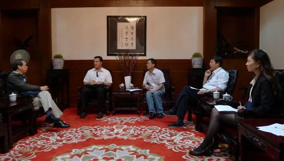 美国犹他家谱学会代表访问上海图书馆